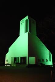 So wie hier in Lichtensteig sollte auch die Kirche in Wattwil angestrahlt werden. Diebe klauten jedoch in der Nacht auf Dienstag die Beleuchtungskörper. (Bild: Urs M. Hemm)