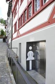 Öffentliche WC Anlage am Gallusplatz: Hier kam es zum Tauschgeschäft Drogen gegen Sex (Bild: Hanspeter Schiess)