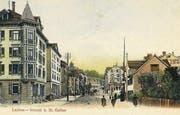 Das Zentrum der Lachen 1905. Das Haus mit Erker links steht noch, rechts befindet sich die Überbauung mit Post, Drogerie und Hochhaus.