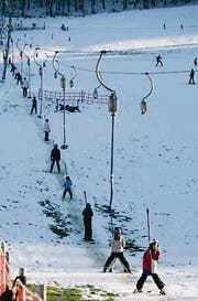 Ski fahren auf Beckenhalde. (Archivbild: Hanspeter Schiess)