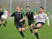 Winkelns Marc Grünenfelder (rechts) erzielt gegen die Thurgauer das 3:0. (Bild: Ralph Ribi)
