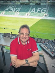 Richard Fischbacher in seiner Speaker-Kabine im obersten Stockwerk der AFG Arena. (Bild: Ralph Ribi)