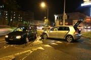 Die beiden Fahrzeuge mussten abgeschleppt werden. (Bild: stapo)