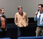 Der Kulturredaktor Hansruedi Kugler (rechts) leitete durch das Gespräch zwischen Stefan Schmid und Dieter Fahrer (Mitte). (Bilder: Sascha Erni)