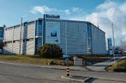 Der Hauptsitz der Bischoff AG im Industriegebiet Stelz, das zur Gemeinde Kirchberg gehört. Rechts davon soll der Erweiterungsbau zu stehen kommen. (Bilder: Beat Lanzendorfer)