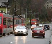 Täglich 12 500 Fahrzeuge umfasst der Durchgangsverkehr im Riethüsli. (Bild: Ralph Ribi)