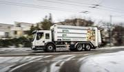 Das neue Sammelfahrzeug fährt seit Montag und sammelt das Grüngut ein. Es verfügt über ein Fassungsvermögen von zehn Tonnen. (Bilder: Michel Canonica)