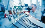 Ein Blick in die Produktion der hochpräzisen Geräte der Oertli Instrumente AG in Berneck. (Bild: pd)