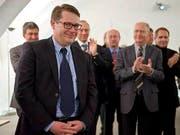 Beni Würth, CVP, nimmt Applaus für seine Wahl entgegen (Bild: Keystone)