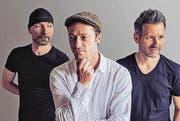 Marco Todisco & Band (von links): Antonello Messina, Akkordeon, Marco Todisco, Sänger, Geschichtenerzähler und Pianist, Andi Pupato, Percussion. (Bild: pd)