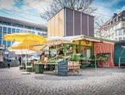 Auch am Dienstag geöffnet: Der Klipklap-Marktstand von Peter Wetli und Rita Zenglein. (Bild: Urs Bucher)