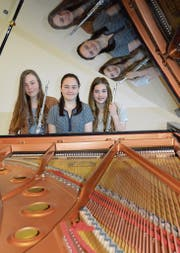 Das Trio Olaja mit Jeannette Bühlmann, Oriana Thoma und Larissa Häcker (von links) erreichte am Entrada des Schweizerischen Jugendmusikwettbewerbs den ersten Rang mit Auszeichnung. (Bild: Zita Meienhofer)