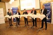 Die Podiumsteilnehmer an der No-Billag-Debatte der Jungfreisinnigen in Wattwil (von links): Noah Menzi, Olivier Kessler, Ramiz Ibrahimovic (Diskussionsleiter), Thomas Ammann und André Moesch. (Bild: Martin Knoepfel)
