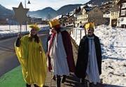 An fünf Tagen waren die Sternsinger im Obertoggenburg unterwegs. Sie brachten den Segen und baten um Spenden in Ebnat-Kappel, Nesslau, Alt St. Johann und Stein (im Uhrzeigersinn). (Bilder: PD)