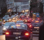 Mit einer Pförtneranlage in der Liebegg will die Stadt erreichen, dass der Verkehr auf der Teufener Strasse in Spitzenstunden fliesst. (Bild: Benjamin Manser)