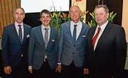 VR-Präsident Adrian Gmür, VR Adrian Scherrer (neu), VR Ivo Giger (Rücktritt) sowie Bankleiter Markus Thalmann (von links). (Bilder: Peter Jenni)