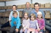 Ein aktueller Stammeszweig der «Blääche»: Emil Streule jun. mit Sohn Aurel, Emil Streule sen. und Thomas Streule mit seinen Töchtern Anina, Mirja und Anuba (von links). (Bild: rom)
