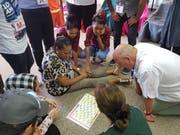 Deutsch für den Alltag: In Quartierschulen sollen sich Flüchtlinge und Migranten mit Hilfe von Kursleitungspersonen an ihrem neuen Wohnort einfacher zurechtfinden. (Bild: PD)