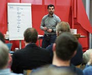 Der Vortrag von Jakob Gülünay im Coworking-Space Lichtensteig war gut besucht. (Bild: Sascha Erni)