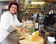 Zita Carnier kocht mit südländischer Überschwenglichkeit, mit viel Liebe und mit ebenso viel Butter und Rahm. (Bild: Max Tinner)