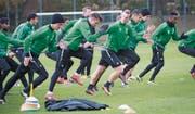 Wer kann die Mannschaft nicht nur im Training mitreissen? Alain Wiss, Albert Bunjaku, Marco Aratore (vorne von links). (Bild: Ralph Ribi (Gründenmoos, 19. Oktober 2016))