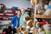 Elisabeth und Kurt Meier in ihrem Souvenirladen an der Schmiedgasse (Bild: Samuel Schalch)
