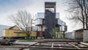 Ehemaliges Fabrikareal der Viscose, Künstler und Architekt Spallo Kolb hat hier in einem Work in Progress ein architektonisches Experimentierfeld erschlossen. (Bild: Hanspeter Schiess)