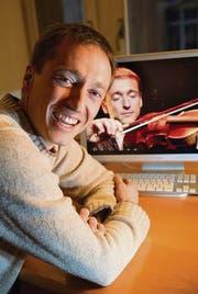 Stimmakrobat Martin Ulrich spielte bereits mit vier Jahren Geige und Klavier. (Bild: Ralph Ribi)
