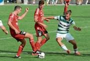 Kreuzlingen (weiss/grün) verwies den FC Bazenheid in seine Schranken. (Bild: Beat Lanzendorfer)