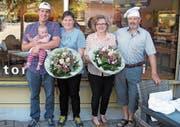 Silvan und Svenja Kobelt übernehmen die Bäckerei von Josy und Guido Spitzli (von links). (Bild: PD)