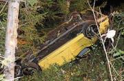 Der Fahrer dieses Autos wurde beim Unfall leicht verletzt. (Bild: Kapo AI)