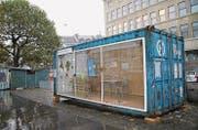Der zur Schaubühne umfunktionierte Container des Theaters St. Gallen auf dem Marktplatz. (Bild: Sheila Eggmann)