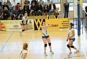Volley Toggenburg – in der Bildmitte Leslie Betz – liess im letzten Heimspiel der Saison nichts mehr anbrennen und gewann trotz eines aufreibenden dritten Satzes am Samstag gegen Münchenbuchsee. (Bild: Reinhard Kolb)