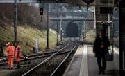 Diesen Monat beginnen in Wittenbach die Bauarbeiten. Erst werden die Gleise am Bahnhof, dann die Tunnel saniert. (Bild: Michel Canonica)