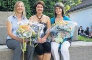 Die Besten des Jahrgangs: (v. l. n. r.) Jasmin Hautle, Nadine Manser, Yvonne Enzler schlossen ihre Lehre mit 5,4 ab. (Bild: bei)