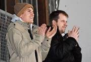 Nach dem Tor zum 1:1 für Rheintal ist der Jubel von Manuel Holenstein (l.) und Sportchef Fabian von Allmen noch verhalten. (Bild: Yves Solenthaler)