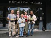 Vor dem Rathaus: Vorstandsmitglieder des Quartiervereins Riethüsli. (Bild: Odilia Hiller)