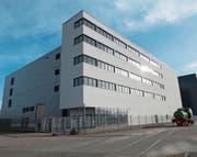 Noch ist das Gebäude der PAT BVG keine Daten-Lokomotive. Das könnte sich dereinst ändern: Die Eigentümerin wirbt im Internet für die Ansiedlung eines Datenzentrums. (Bild: Kurt Latzer)