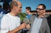 Gemeindepräsident Stefan Frei gratuliert Klaus Broger zu seiner Wahl. (Bild: Christine Gregorin)
