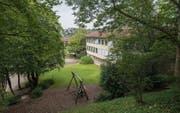 Was passiert mit dem ehemaligen Schulhaus Tschudiwies? Eine Arbeitsgruppe bearbeitet die Vorschläge aus dem Quartier. (Bild: Samuel Schalch)