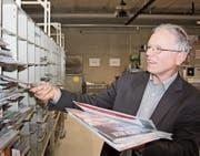 Ein letztes Mal verteilt Xaver Fäh heute Freitag im Verteilzentrum Gloten die Briefpost. (Bild: Simon Dudle)