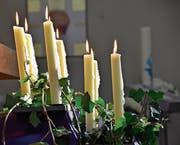 Kerzen leuchten gegen die Trauer. (Bild: Monika von der Linden)