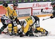 Cam Braes (links) und Toms Andersons zeigen in Olten Kampf und Willen. Damit punkten die Thurgauer in diesem Playoff. (Bild: Urs Lindt/Freshfocus)