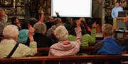 Die Kirchenstimmbürgerschaft bewilligt die Prüfung einer Fusion mit weiteren Kirchgemeinden. (Bild: Marlies Scarpino)