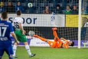Tor für Luzern: In den letzten Partien gegen die Innerschweizer sowie gegen GC patzte St.Gallen-Goalie Daniel Lopar zweimal. (Bild: ALEXANDRA WEY (KEYSTONE))
