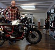 Alle Modelle von Moto Guzzi stehen bei Hans Müller im Ausstellungsraum und sind zum Probefahren bereit. (Bild: Fränzi Göggel)
