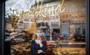 In der ehemaligen Confiserie Pfund am Marktplatz 10 führt Sara Poplasen neu das Café Goldkind. (Bild: Benjamin Manser)