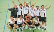 Gehört zu einem Turniersieg dazu: Siegerjubel des FC Bazenheid. (Bild: Urs Bucher)
