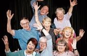 Im Altstätter Senioren-Theater mitzuwirken, macht sichtlich Spass. Es sind allerdings nicht mehr alle auf dem Bild dabei. Auch deshalb werden noch einige zusätzliche Schauspieler fürs erste Stück gesucht. (Bild: Christof Gruber)