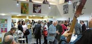 Viele Kunstinteressierte kamen zur Vernissage der Balgart 2017, um die Vielfalt der lokalen Kunstszene in Augenschein zu nehmen. (Bilder: Benjamin Schmid)